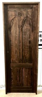 Puerta de interior lacada en color nogal, mide 72.5 cm de hoja  x 2.03 m de alta