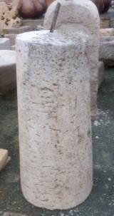 Rulo de piedra viva. Mide 44 cm de diámetro x 1.07 cm de alto.
