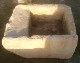 Pila de lavar antigua, mide 66 cm x 52 cm x 33 cm de alto.