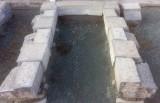 Arco de piedra antiguo, color gris, medida exterior, 1.50 cm x 2.25 cm de altura. Medida interior, 90 cm x 1.95 cm de altura