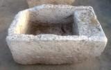 Pila de lavar antigua de piedra, mide 93 cm x 62 cm x 40 cm de alta