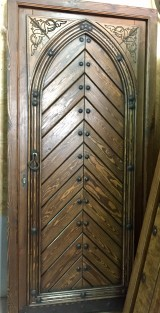 Puerta medieval de 1 hoja apertura a derechas, mide 1.09 cm x 2.18 cm de alta