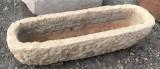 Pila de piedra. Mide 78 cm x 24 cm x 18 cm de alta
