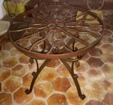 Mesa de centro. Mide 89 cm de diámetro x 75 cm de alta