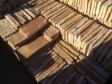 Ladrillo de suelo antiguo. Mide 29x14x2/3 cm. En stock hay 153 Uds = 6,21 m2