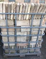 Ladrillo de muro cara vista. Mide 13x25x3,5 cm. En stock hay 742 Uds