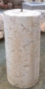Rulo de piedra viva. Mide 47 cm de diámetro x 98 cm de alto