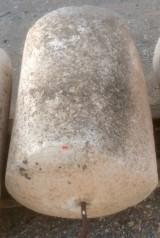 Rulo de piedra viva. Mide 66 cm de diámetro x 85 cm de alto.