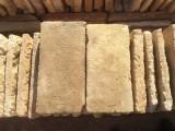 Ladrillo de suelo antiguo. Mide 30x15x4 cm. En stock hay 276 Uds = 12,42 m2