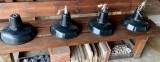 Lámparas industriales antiguas de hierro y cerámica esmaltada. Miden 35 cm de diámetro x 21 cm de altas, hay 4 iguales