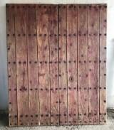 Portón antiguo de madera. Mide 1.80 m ancho 2.21 m alto
