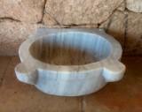 Lavabo de mármol blanco Macael. Mide 46 cm x 37 cm x 21 cm de alto.
