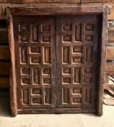 Ventana de madera antigua con cuarterones. Mide 1,28 cm x 1,40 cm de alta
