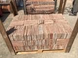 Ladrillo de suelo antiguo. Mide 29x14x1,5 cm. En stock hay 840 Uds = 34,10 m2