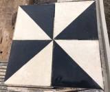 Losa de cemento. Mide 20x20. Disponible 9,60 m2