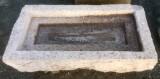 Pila de piedra piedra viva. Mide 90 cm x 45 cm x 18 cm de alto