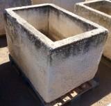 Pilón rectangular de piedra. Mide 1.13 cm de largo x 76 cm de ancho x 71 cm de alto x 53 cm de profundidad