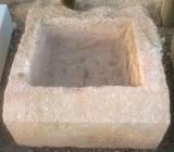 Pila de piedra rosada, mide 60 cm x 60 cm x 30 cm de alta