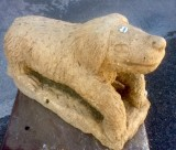 Escultura hecha en piedra natural con cincel y martillo. Mide 45 cm