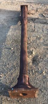 Columna de fundición antigua. Mide 2.91 cm de alta x 20 cm de diámetro en el fuste