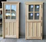 Puerta de madera exterior partida con cristales. Mide 94 cm de ancho x 2.10 cm de alto