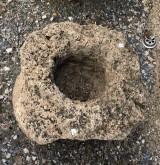 Pila de piedra viva. Mide 37 cm x 33 cm x 18 cm de alta.