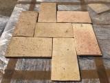 Ladrillo de suelo antiguo. Mide 28 cm x 15.5 cm x 1.5 cm. En stock hay 502.87 m2
