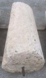Rulo de piedra viva. Mide 58 cm de diámetro x 1.30 cm de alto.