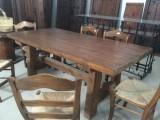 Mesa de madera hecha a medida con madera antigua. Mide 2 mtrs x 96 cm ancho x 80 cm de alta.