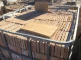 Ladrillo de suelo antiguo. Mide 24x12x2,2 cm. En stock hay 5275 Uds (5 palets) = 151,93 m2