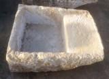 Pila de lavar antigua, mide 93 cm x 70 cm x 33 cm de alto.