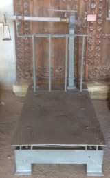 Báscula de hierro. Mide 1.50 cm de larga x 1.10 cm de ancho x 1.56 cm de alta