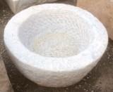 Pila de mármol blanco Macael, abujardada por dentro y por fuera. Mide 48 cm de diámetro x 20 cm de altura.