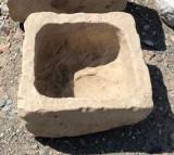 Pila de piedra. Mide 44 cm x 41 cm x 25 cm de alta