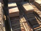 Losa de barro antigua. Mide 28x28x3/4 cm. Hay 101 Uds = 7,92 m2