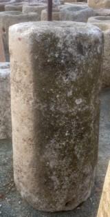 Rulo de piedra viva. Mide 56 cm de diámetro x 1.04 cm de alto