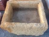 Pila de piedra arenisca, mide 78 cm x 65 cm x 40 cm de alta