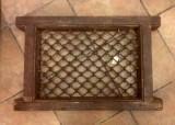 rejas con marco de madera mide 61 cm x 51 cm