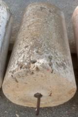 Rulo de piedra viva. Mide 61 cm de diámetro x 1.08 cm de alto.
