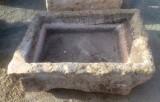 Pila de lavar antigua, mide 1.05 cm x 68 cm x 33 cm de alto.