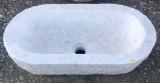 Pila ovalada de mármol. Mide 64 cm x 34 cm x 19 cm de alta