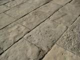 Piedra de suelo natural. Mide 40 cm de ancho x largo libre. En stock hay 18.82 m2