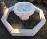 Fuente de piedra natural. El cerco mide 1.50 cm de diámetro x 11 cm de grueso x 15 cm de altura. La taza mide 71 cm de diámetro x 42 cm de altura.