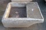 Pila de lavar antigua de piedra antigua, mide 1 mt  x 80 cm x 30 cm de alta.