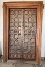 Puerta de madera antigua de 2 hojas. Mide 1,47 cm de ancha x 2.31 cm de alta