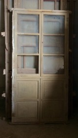 Alacena de madera antigua. Mide 98 cm de ancho x 1.97 cm de alto
