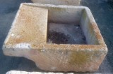 Pila de lavar de piedra antigua, mide 1.04 cm x 88 cm x 44 cm de alta