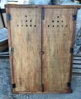 Alacena de madera antigua. Mide 83 cm de ancho x 1.18 cm de alto