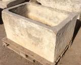 Pilón rectangular de piedra. Mide 1.12 cm de largo x 72 cm de ancho x 60 cm de alto x 50 cm de profundidad