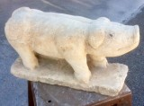 Escultura hecha en piedra natural con cincel y martillo. Mide 54 cm